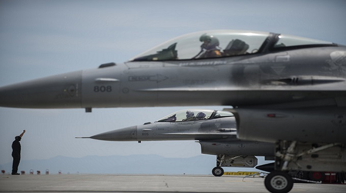 The PACAF F-16 Demo Team awes Hofu Air Show goers